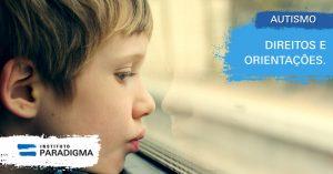 Criança branca perto da janela. Texto: Autismo. Direitos e Orientações.